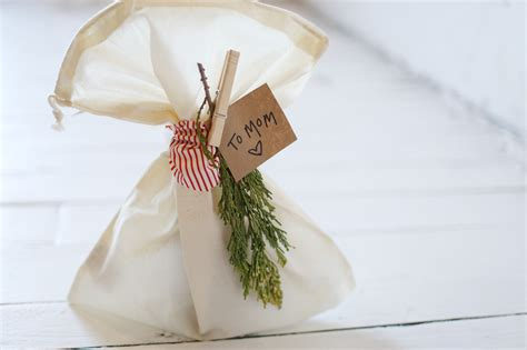 wrap gifts a guide to zero waste gift wrapping for the eco conscious
