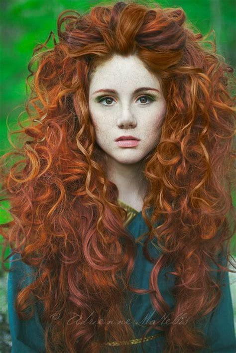 stijl haar krullen krullen in het haar