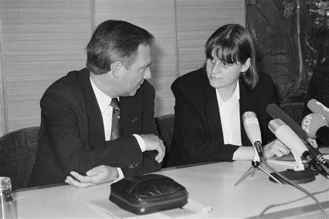 bundesminister des innern sportpolitik im umbruch deutsche einheit 1990
