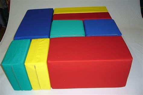bunte matratzen sitzkissen spielpolster quot kubus quot n 228 hst 252 bchen schaumstoffe a z