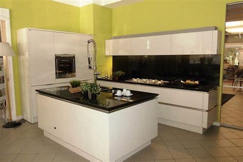 idea cucine moderne cucina snaidero modello idea con isola laccata lucida