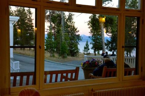lake yellowstone hotel dining room view of lake yellowstone and hotel exterior foto di lake
