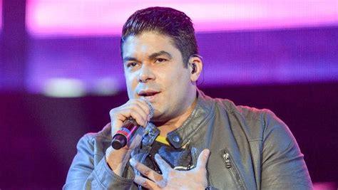 Elton Discos Noticias Biografa Fotos Canciones Jerry Rivera Noticias Canciones Fotos Y Radio Ritmo Rom 225 Ntica