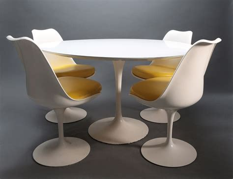 table saarinen prix authentic vintage knoll saarinen tulip table 4 chairs