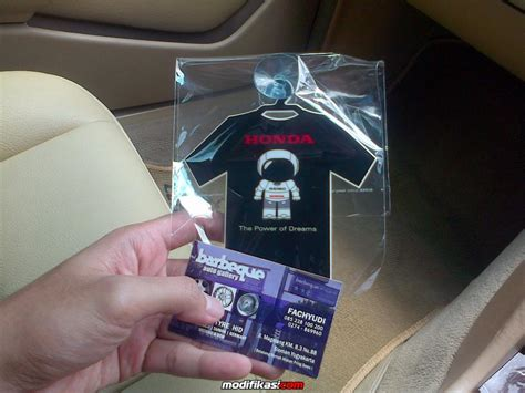 Tempelan Kaca Kaos baru accesories honda asimo ditempel di kaca mobil satu quot nya di indonesia