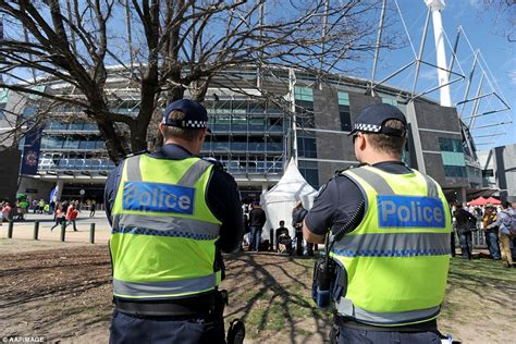 mcg emergency room hawks soar ahead of swans at quarter time as thousands of fans are out in in melbourne for