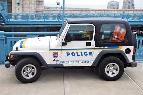 police jeep file random police jeep on the bridge jpg wikimedia commons