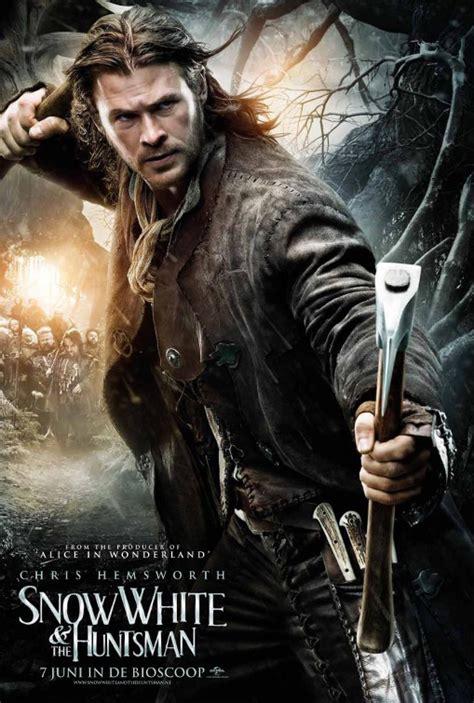 film fantasy z chrisem hemsworthem new international posters for snow white and the huntsman