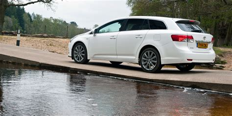 new toyota deals new toyota avensis tourer deals best deals from uk auto