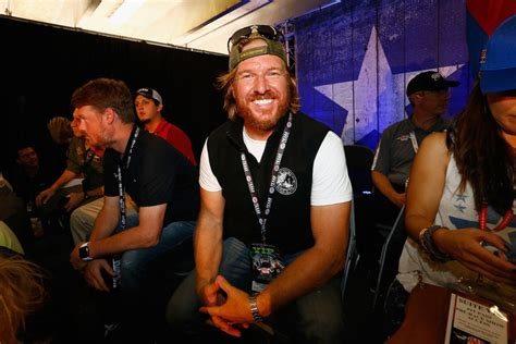 most recent fixer upper chip gaines goes bald for an amazing cause simplemost