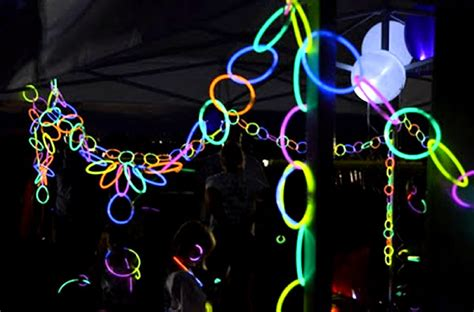 glow necklaces as glowing decorations activedark