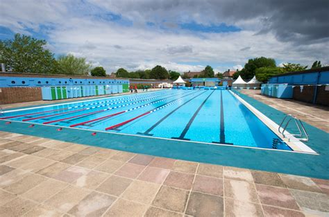 outdoor swimming pool lidos and outdoor swimming pools in london swimming in