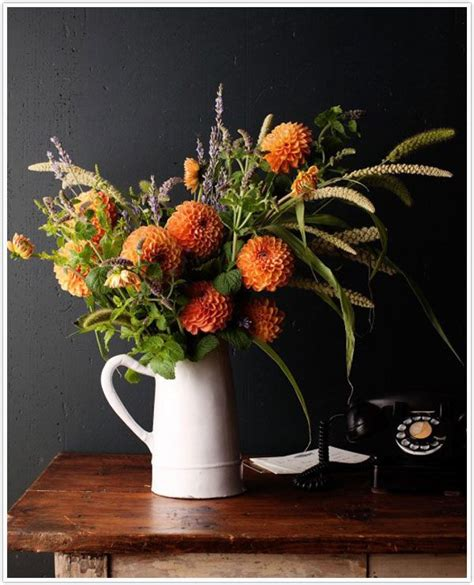 Fall Vase Arrangements by Gorgeous Fall Centerpieces To Brighten Your Table