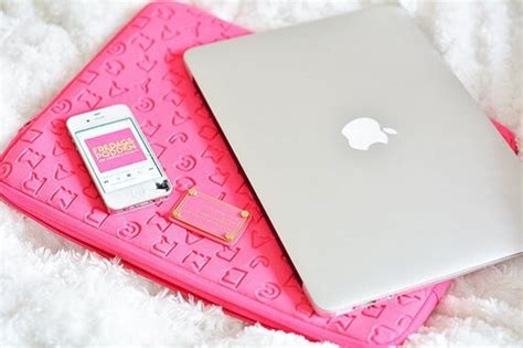 Laptop Apple Warna Pink apple computer girly girly things