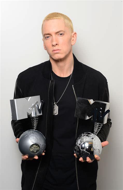 eminem hip hop awards mtv ema s 2013 eminem dressing room exclusive metro uk