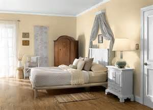 Mocha Bed Linen - this is the project i created on behr com i used these colors harvest brown 710d 4 champagne
