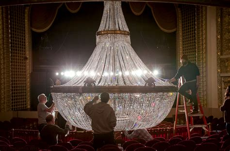 Cleaning Chandelier Prisms The Pabst S Chandelier Cleaned One At A Time 187 Milwaukee