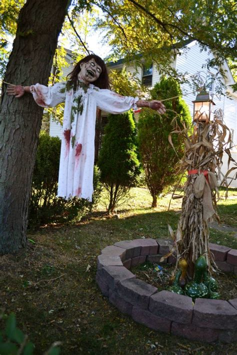 outdoor decorations 31 creepy and cool halloween yard d 233 cor ideas digsdigs