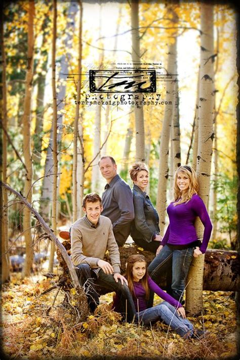 7 Fall Photo Poses by Family Pose Would Younger That Is Sitting