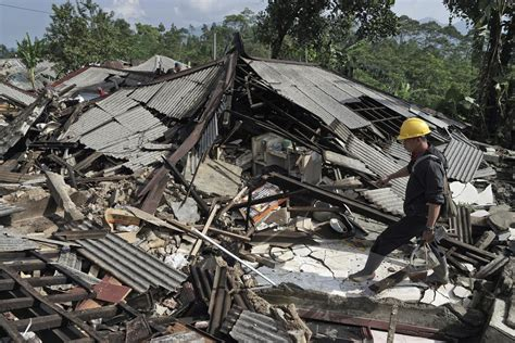 earthquake news indonesia shallow earthquake in indonesia kills 3 damages hundreds