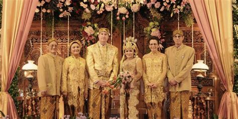 Pakaian By Vhy pernikahan upacara pernikahan isi seserahan pernikahan