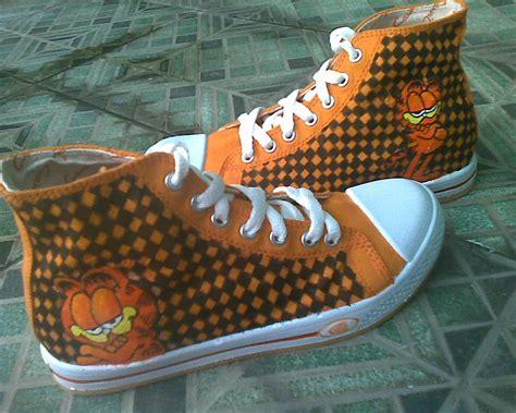 Sepatu Kets Hello Rn11 22 katalog sepatu lukis melengkapi kebutuhan fashion anda