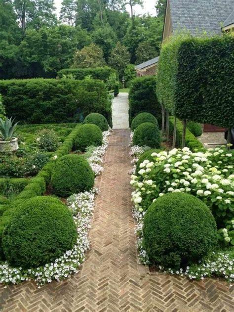 Impressionnant Creer Une Allee De Jardin #3: 0-nos-idees-poir-creer-une-allee-de-jardin-vous-memes-jardin-devant-la-maison-gravillon-pour-allee.jpg