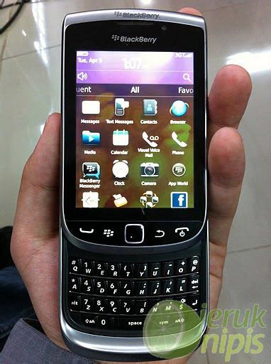 Blackberry Torch 2 Some More Blackberry Torch 2 Images Emerge For Your