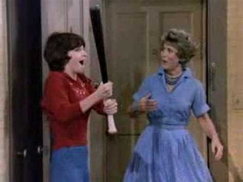 theme song laverne and shirley laverne shirley show opening youtube
