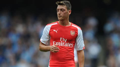 arsenal ozil news mesut 214 zil fell out with father for pushing him to join