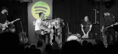 all about that bass live from spotify london чуй новото ер на coldplay live from spotify london