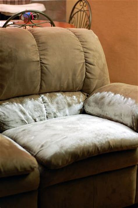 Sofa Set Cleaning by 25 Best Ideas About Cleaning Furniture Fabric On