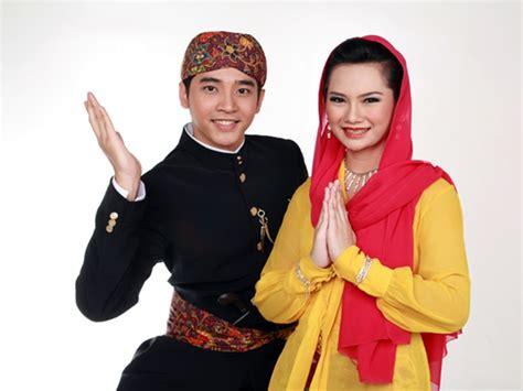 Baju Adat Betawi Pria pakaian adat jakarta yang kerap digunakan oleh masyarakat betawi