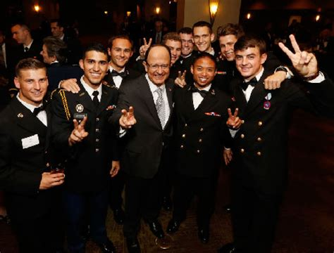 Usc Veterans Mba by Annual Veterans Gala Salutes Service Members Usc News