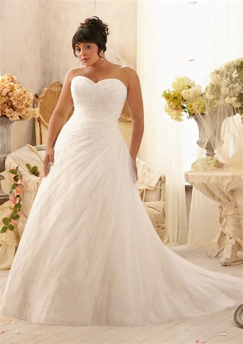 Slimming Wedding Dress Styles For Plus Size