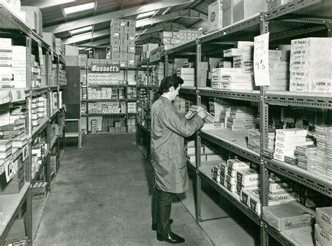 Store Shelfs by Shelf Storage