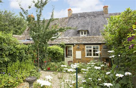 cottage cotswolds 29 unique thatched luxury cottages rural retreats