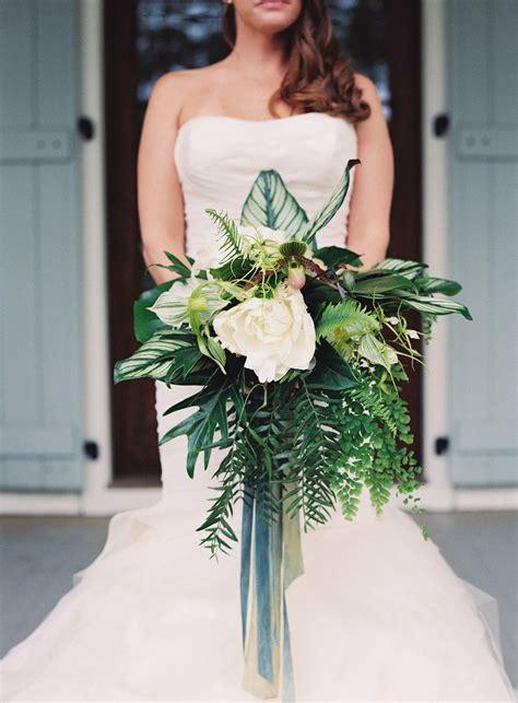 wedding bouquet trends   huge   grand