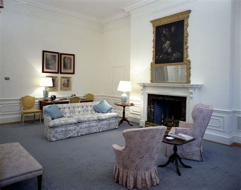 kn c21506 first lady jacqueline kennedy s bedroom white kn c21385 queens bedroom john f kennedy presidential