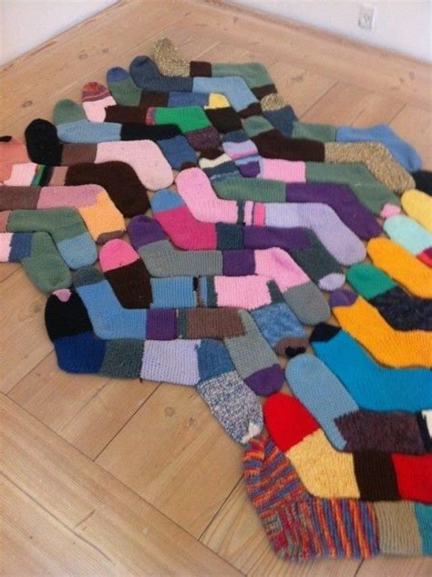 sock rug recycle or socks for a rug een tweede leven so