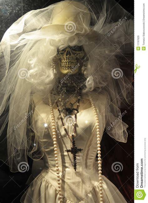 Skeleton In  Ee  Wedding Ee    Ee  Dress Ee   Image Image Of Horrific