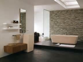 dielen badezimmer pietra naturale in bagno idee per il rivestimento bagno