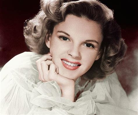 renee zellweger judy garland singing ren 233 e zellweger has completely transformed into judy