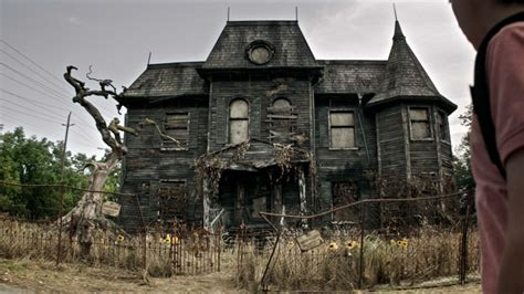 pictures of haunted houses the 19 scariest freakiest haunted houses in movies and tv