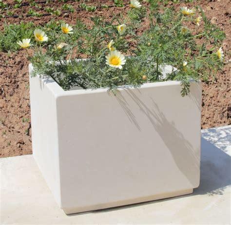 vaso in pietra vaso fioriera pietra leccese fore pietra leccese