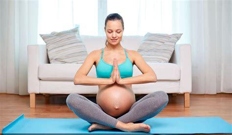 tutorial de yoga para embarazadas yoga para embarazadas beneficios posturas y cuidados