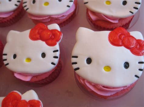Cupcake Tema Hellokitty pixie crust hello cupcakes quot pink velvet quot stuffed with white chocolate raspberry cheesecake