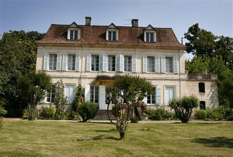 ch 226 teau with estate of 35 acres and numerous