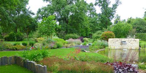 Massif Plantes Contemporain by Le Bassin Entour 233 De Ses Massifs De Plantes Vivaces