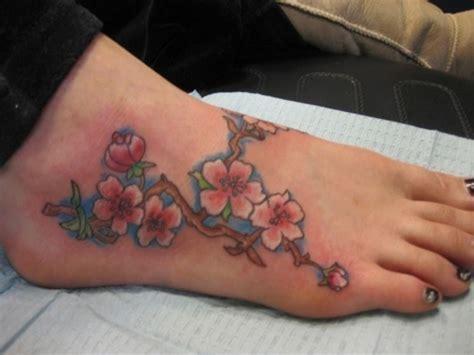 tatuaggio fiori pesco tatuaggi fiori di pesco significato fiori fiori di